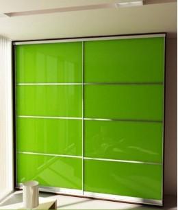 Встроенный шкаф купе с цветным стеклом