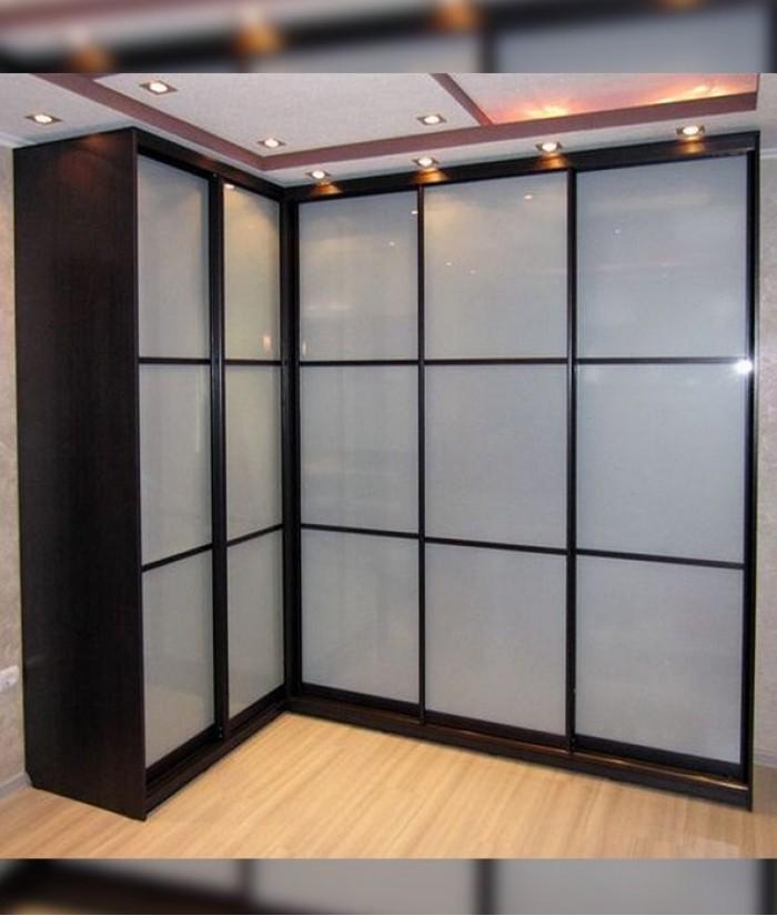 угловой шкаф купе в прихожую с матовым стеклом