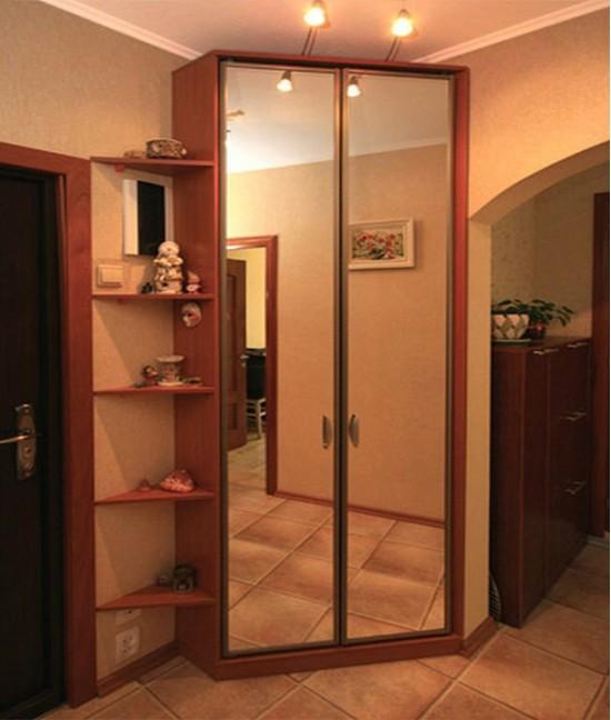Маленький угловые шкаф купе в коридор
