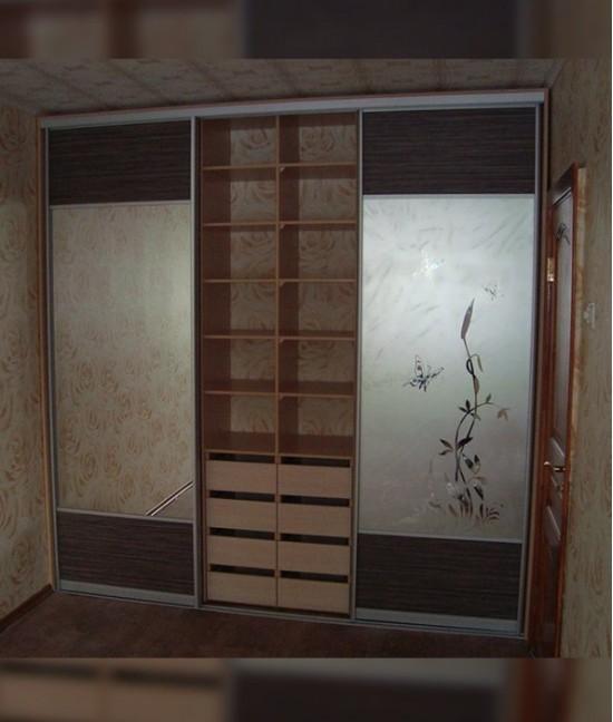 Шкафы купе с пескоструйным рисунком с ящиками выдвижными