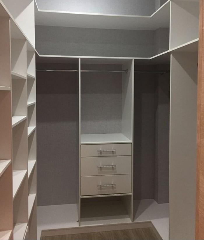 миф, будто мини гардеробная комната фотографии очень неприхотливый