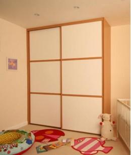 Встроенный шкаф купе в детскую светло-коричневый