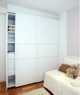 Встроенный шкаф купе в детскую белый