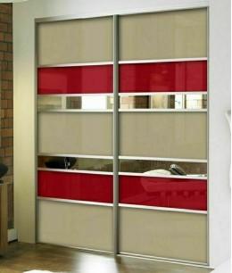Встроенный шкаф купе в нишу lacobel (цветное стекло)