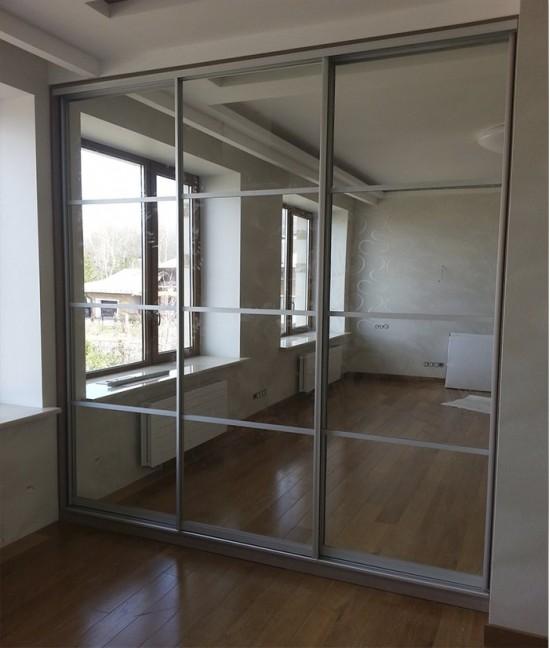 Встроенный шкаф купе в нишу зеркальный