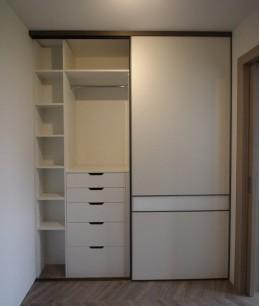 Встроенный шкаф купе в нишу лдсп