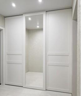 Встроенный шкаф купе в прихожую белый