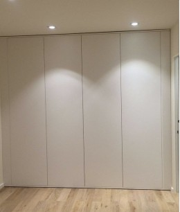 Встроенный шкаф купе в нишу белый