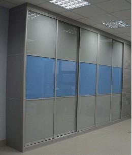Встроенный шкаф купе до потолка oracal (цветное стекло)