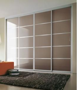 Встроенный шкаф купе до потолка цветное стекло