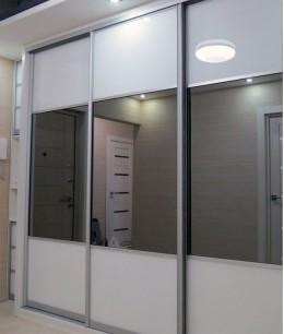 Встроенный шкаф купе до потолка зеркало (серебро)