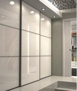 Встроенный шкаф купе до потолка с подвесными дверями