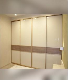 Встроенный шкаф купе до потолка бежевый