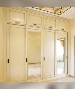 Встроенный шкаф купе до потолка трехдверный мдф