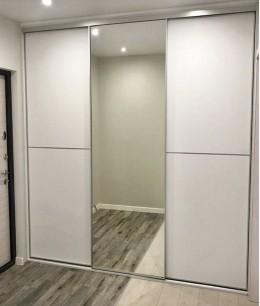 Встроенный шкаф купе зеркальные oracal (цветное стекло)