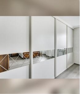 Встроенный шкаф купе зеркальные белый