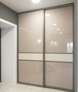 Встроенный шкаф купе в прихожую satin glass (акриловое стекло)