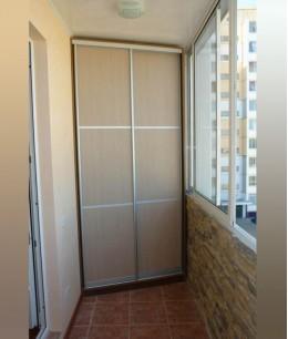 Встроенный шкаф купе на балкон нижнеопорный