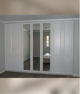Встроенный шкаф распашной глянцевый