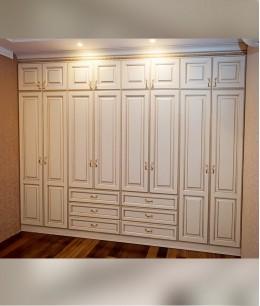 Встроенный шкаф распашной классика
