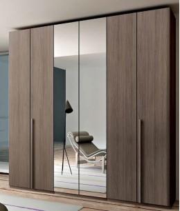 Встроенный шкаф распашной светло-коричневый