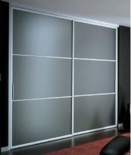 Встроенный шкаф распашной с матовым стеклом