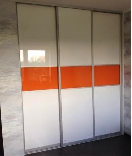 Встроенный шкаф купе в прихожую oracal (цветное стекло)