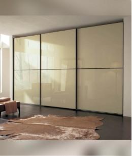 Встроенный шкаф купе в спальню lacobel (цветное стекло)