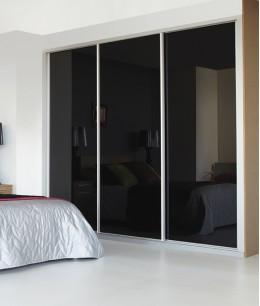 Встроенный шкаф купе в спальню черный