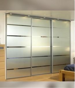 Встроенный шкаф купе в спальню с матовым стеклом