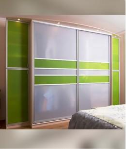 Встроенный шкаф купе в детскую lacobel (цветное стекло)